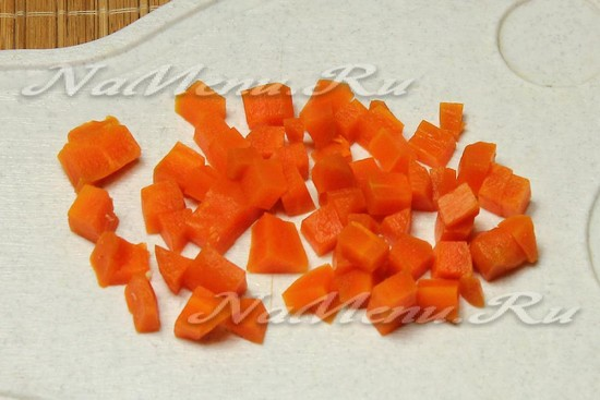 Морковь нарезать