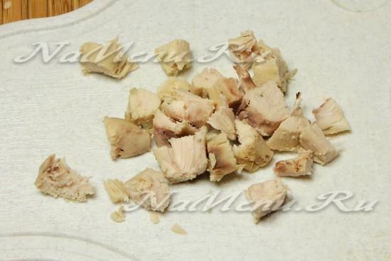 Куриное мясо нарежьте