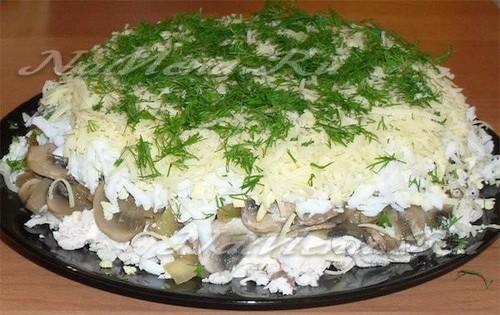 Салат слоеный с курицей