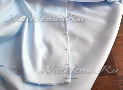 Прокладываем шов, отступив от сгиба подогнутого обрезного края на 1-2 мм