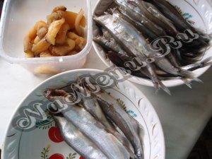 Кладем отдельно икру и рыбу