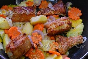 Протушить рыбу с овощами