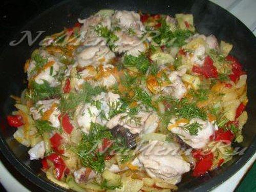 Овощное рагу с курицей и черносливом