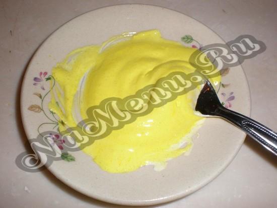 Желтоватая полива для пасхальных цыпленок