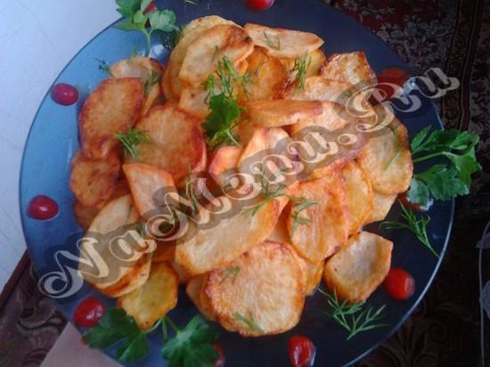 Готовый жаренный картофель