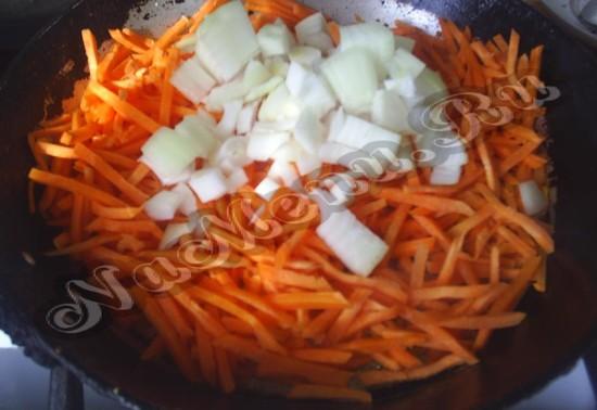 Гасим морковь и чеснок