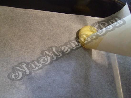 Выжимаем тесто из пергамента