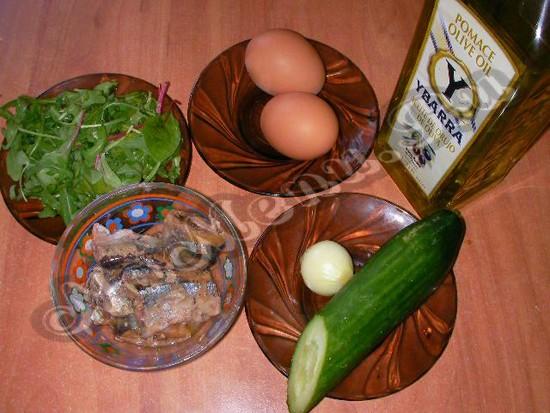 Компоненты для салата из консервированного тунца