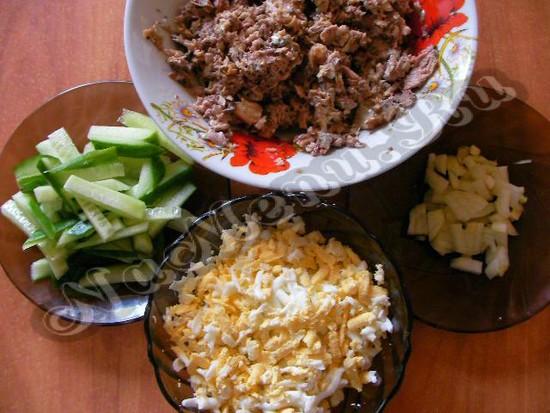 Приготовленные продукты для салата