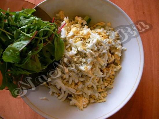 Дополняем салатовые листья