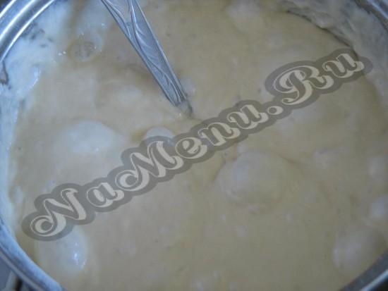 Обомнуть дрожжевое тесто
