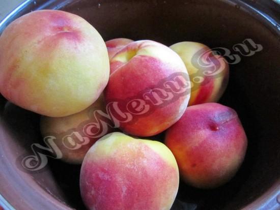 Моем персики