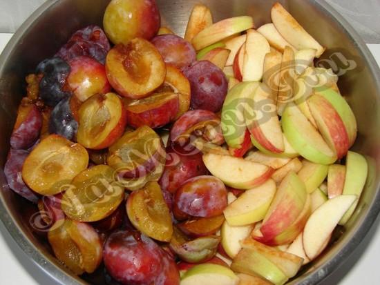 Почистим яблоки и сливы