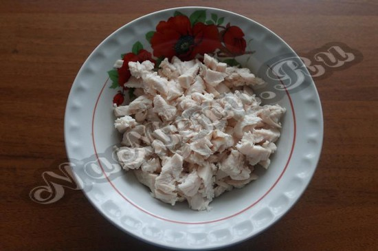 Нарезаем куриное филе