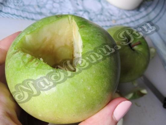 Вынимаем пульпа из яблока
