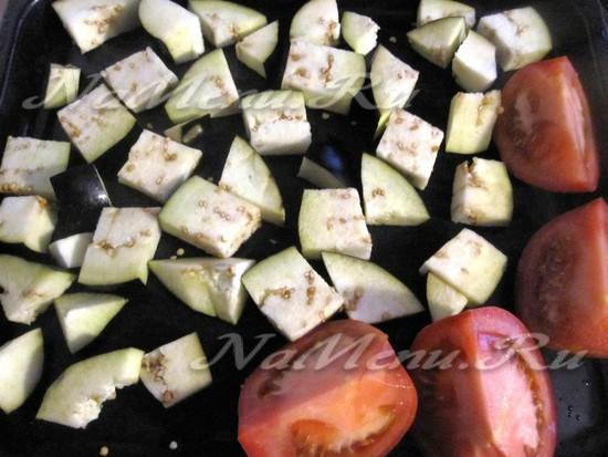 запечь баклажаны и помидоры в духовке