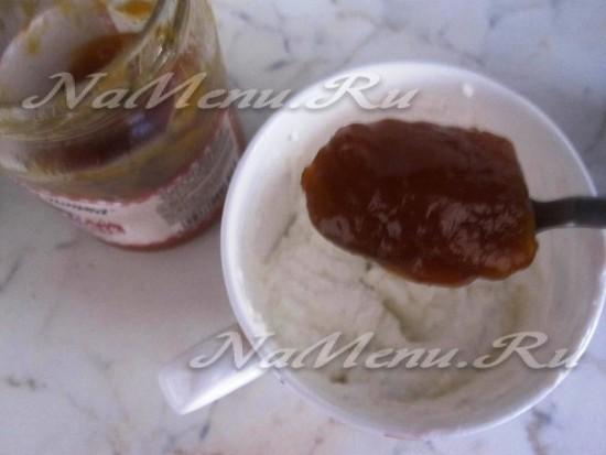 подготовить из рикотты и сиропа плодовый пласт