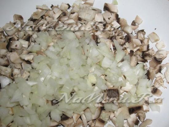 обжарить грибы с чесноком