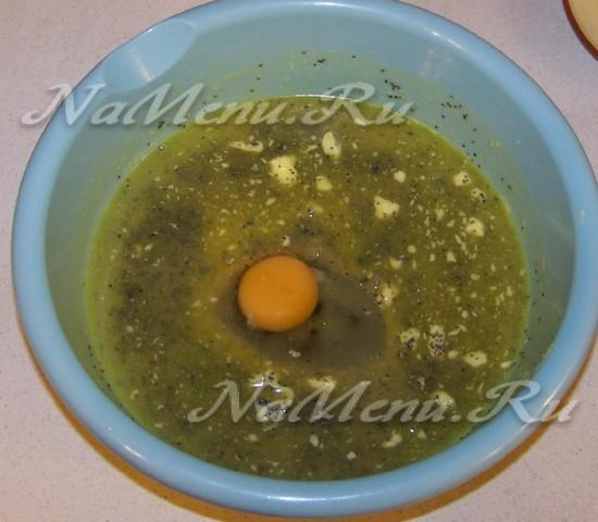добавить яичко и немного вспушить