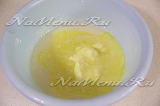 Раскочегарить масло, добавить масло и соль