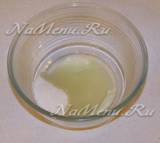 Вспушить канареечный белок с сахаром