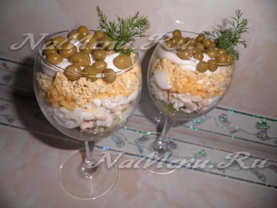 Готовый рождественский салат-коктейль