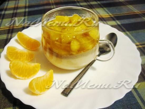 Десерт из бананов, творога и мандаринов