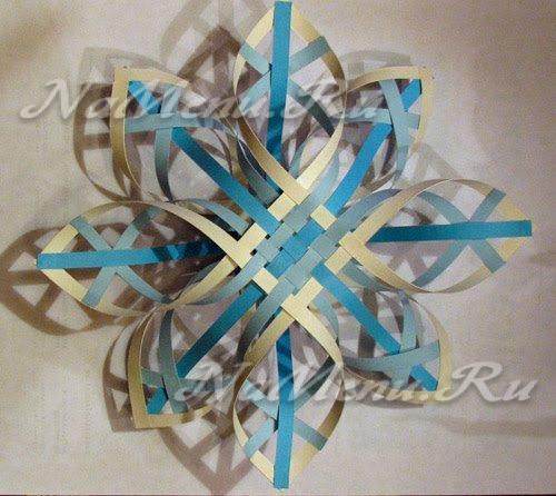 Как вырезать объемную снежинки из бумаги поэтапно