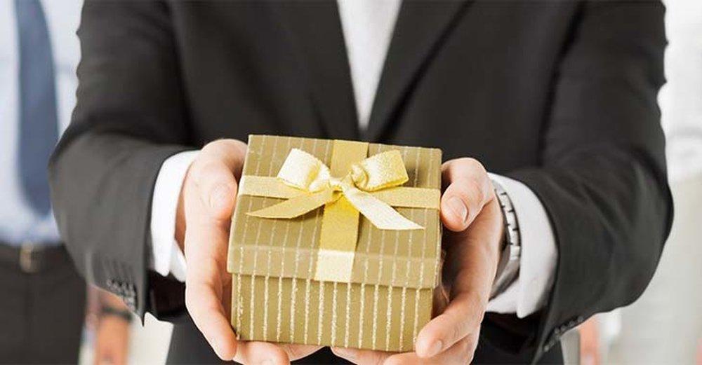 Что является подарком сотруднику