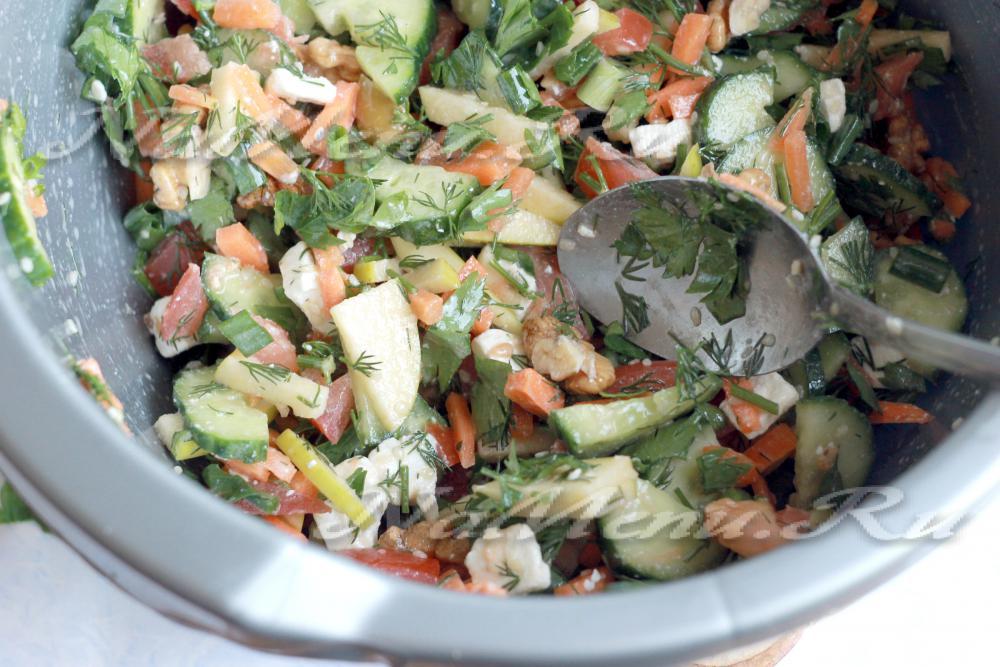 Салат с морковью и брынзой