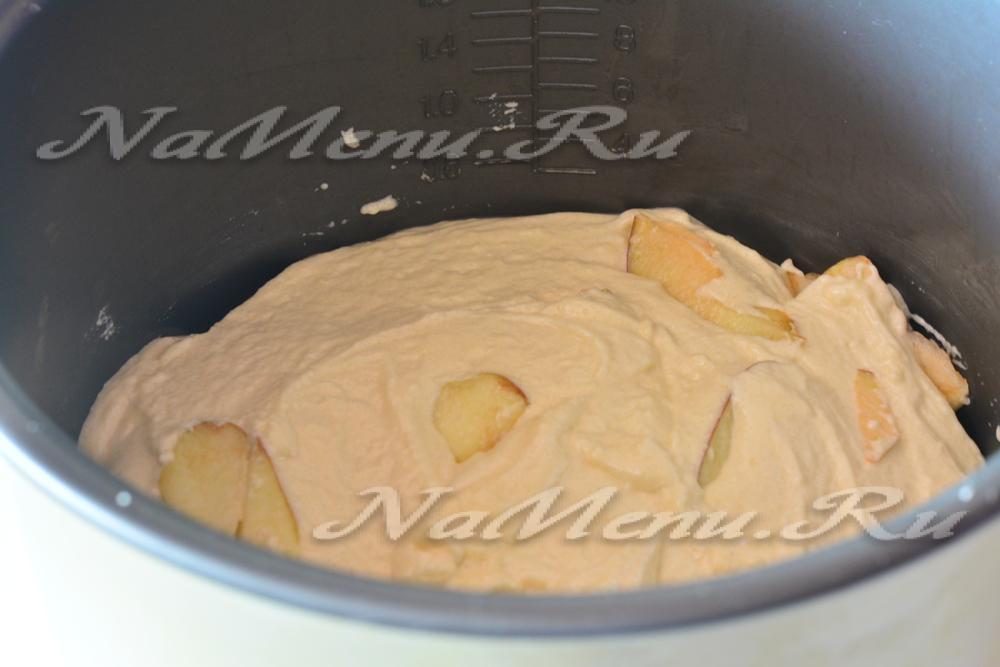 Шарлотка на сметане в мультиварке с яблоками рецепт с фото пошагово