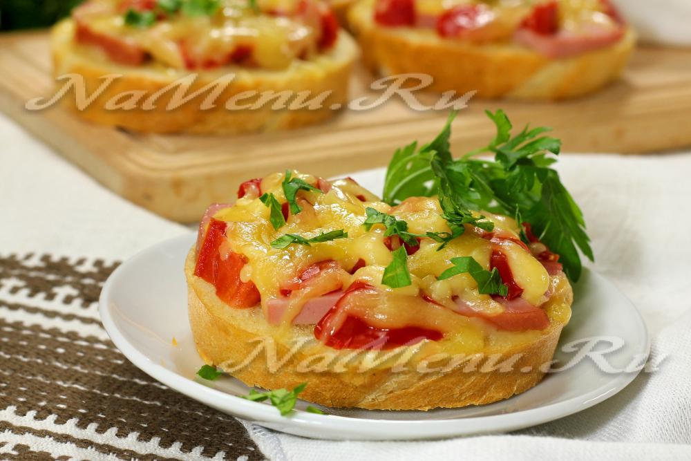Бутерброды с помидором колбасой и сыром в духовке