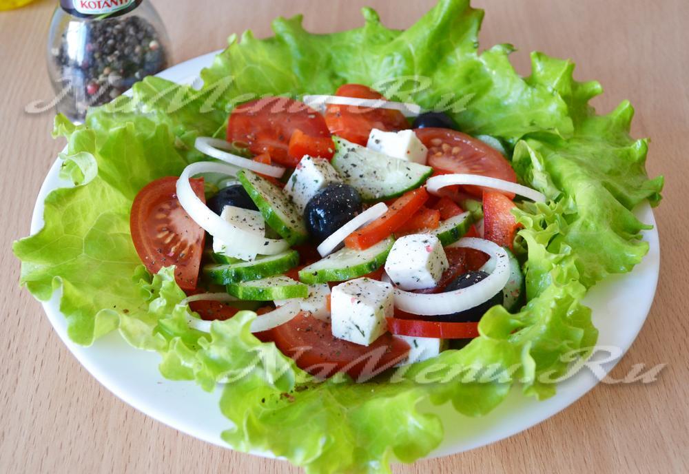 Греческий салат с брынзой фото