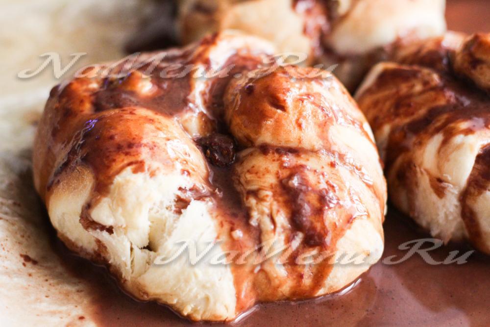 Дрожжевые булочки с изюмом рецепт с фото