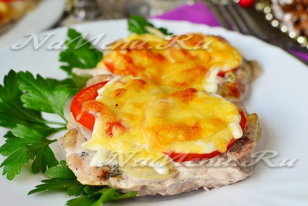 свинина по-французски в духовке с помидорами и сыром рецепт видео
