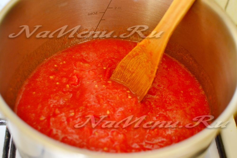 Аджика из помидор и чеснока с варкойы
