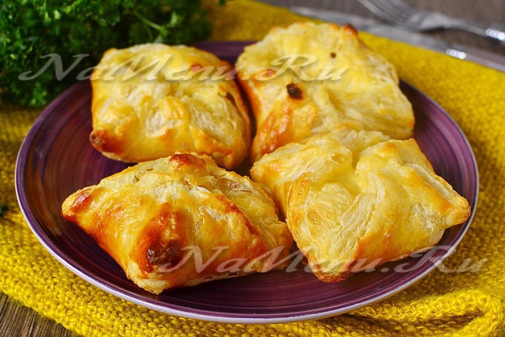 Хачапури с сыром из слоеного теста 26 фотография