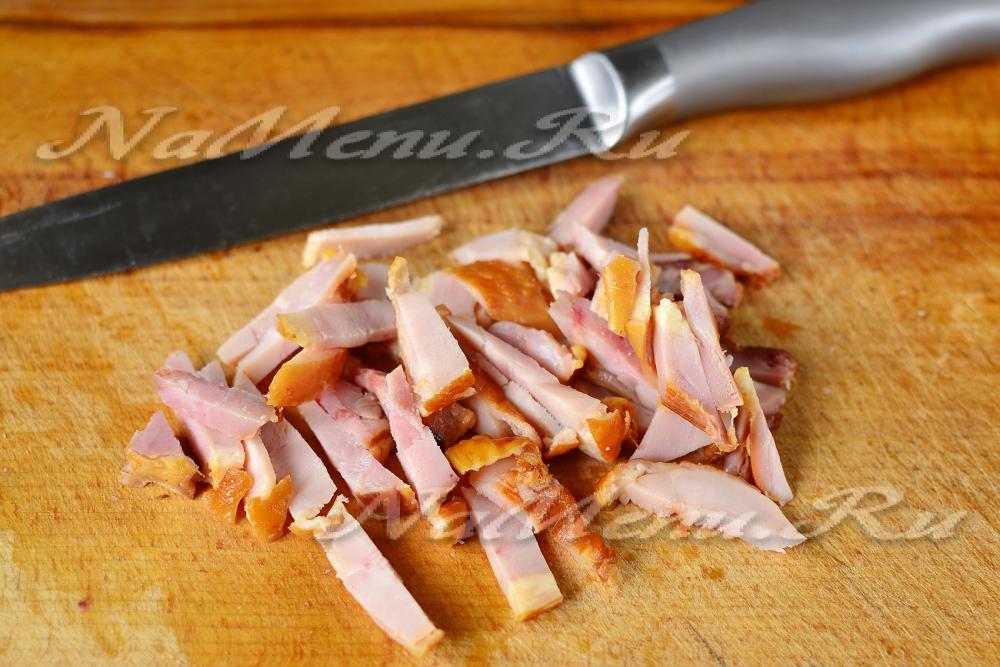 Салат из копченого окорочка и моркови
