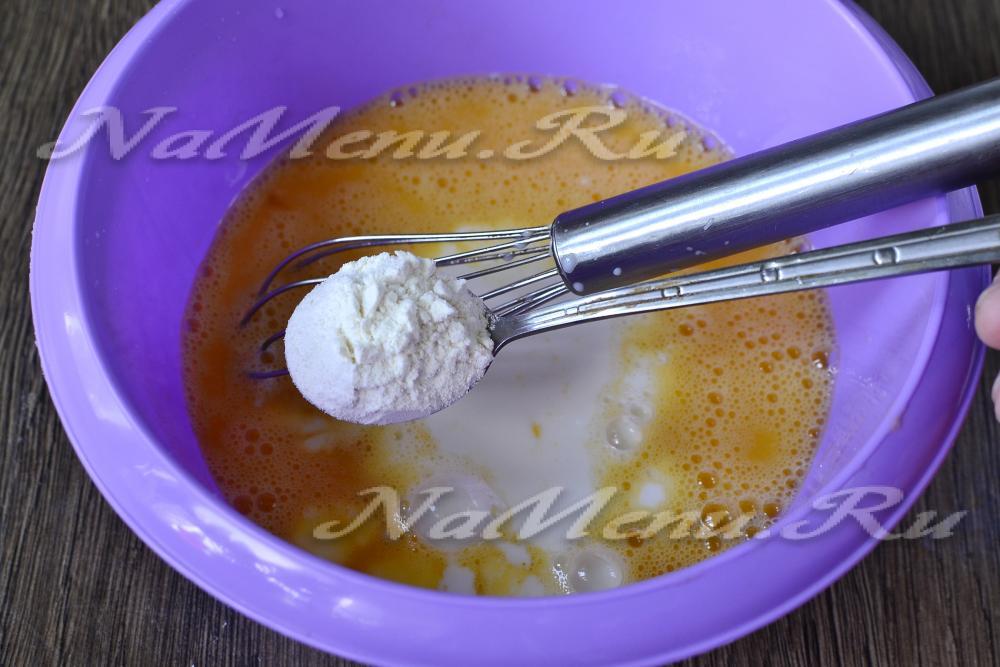 Рецепт омлета с молоком на сковороде пышный с помидорами
