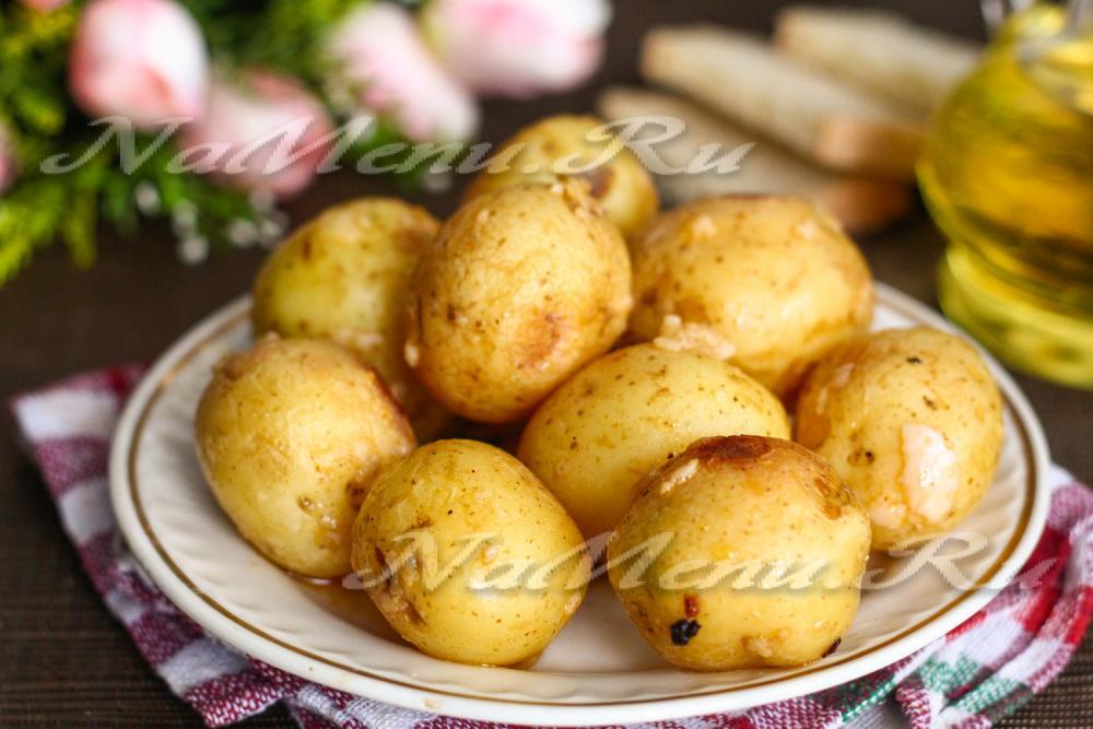 Молодая картошка в духовке рецепт с фото
