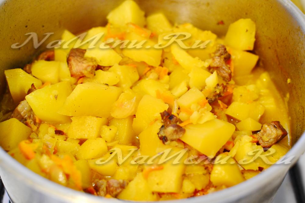Тушеная картошка с курицей и шампиньонами
