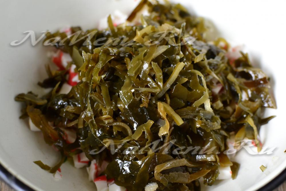Рецепт салата с кальмарами и крабовыми палочками