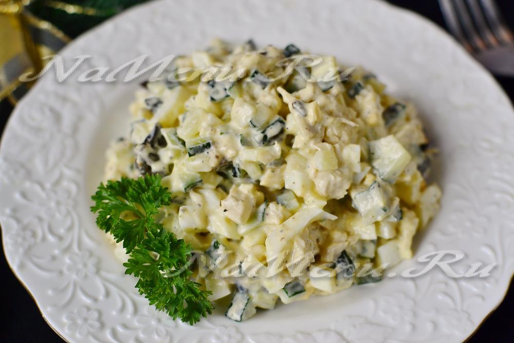 Слоеный салат с сыром и курицей с пошагово