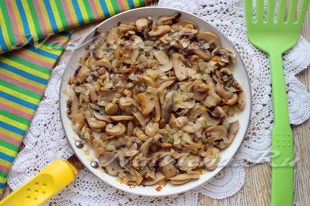 Салат с сыром огурцом и грибами слоями