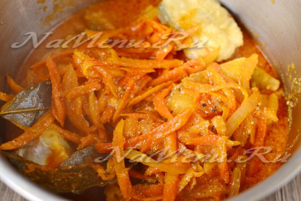 Минтай тушёный с луком и морковью рецепт