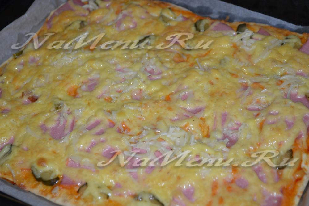 Рецепт пиццы с колбасой сыром и помидорами