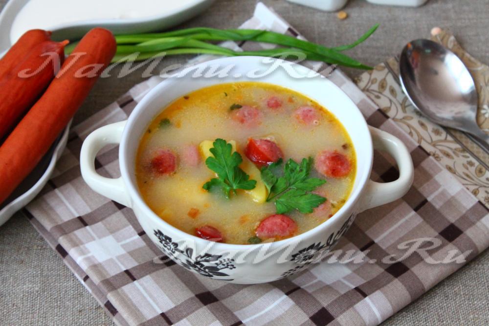 Суп с охотничьими колбасками и плавленым сыром