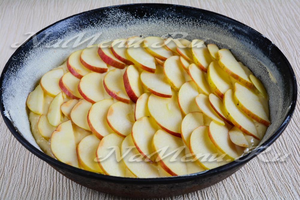 Как сделать шарлотку из яблок на простокваше в духовке
