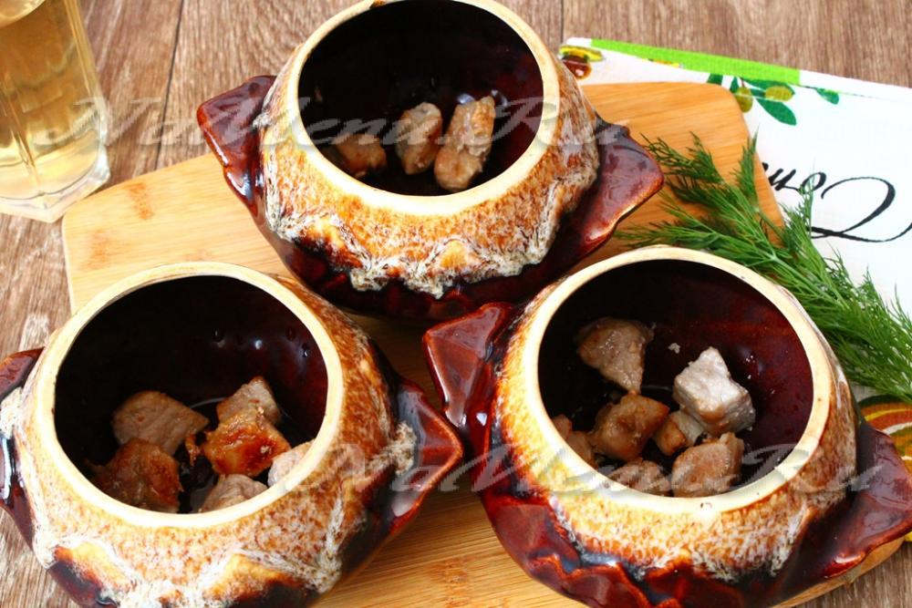 Мясо с огурцами в горшочках рецепт