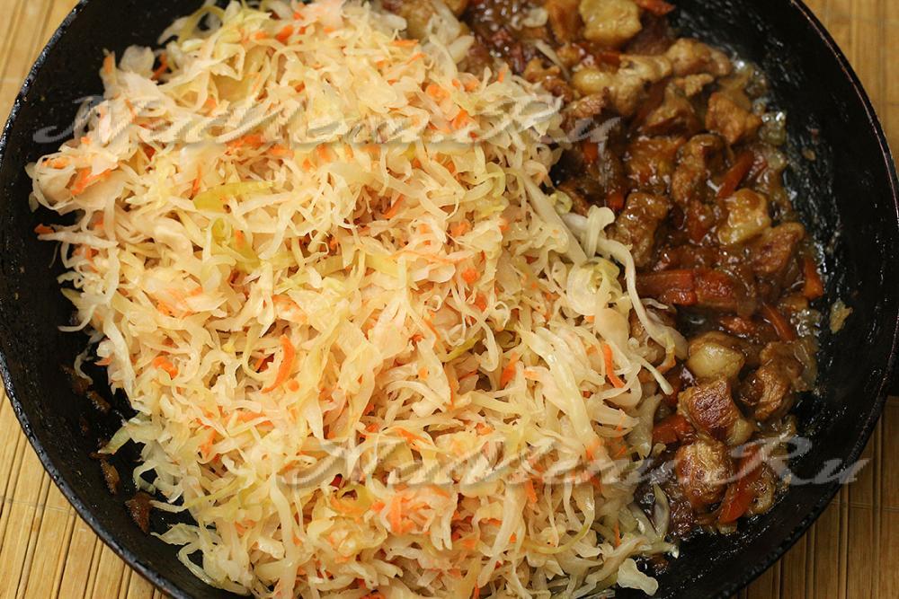 капуста тушеная с мясом в сковороде рецепт